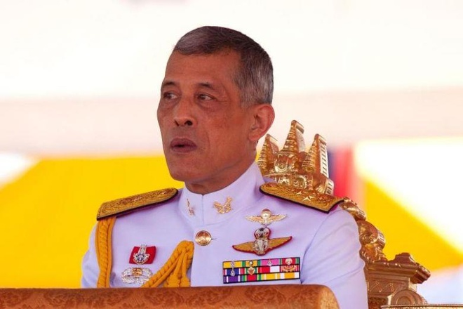 Sat gio bo phieu, vua Thai bat ngo keu goi cu tri bau cho 'nguoi tot' hinh anh 1
