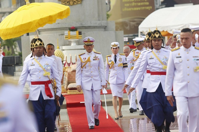Vua Thai Lan cong bo hoang hau 'nu tuong' 3 ngay truoc le dang co hinh anh 2