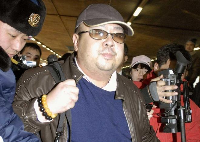 WSJ: Anh trai ong Kim Jong Un tung dua tin cho CIA hinh anh 1