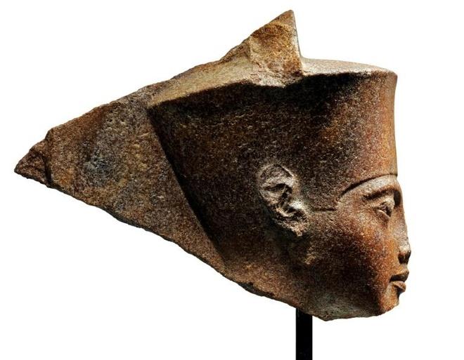 Dau tuong pharaoh Tutankhamun cua Ai Cap duoc ban dau gia 6 trieu USD hinh anh 1
