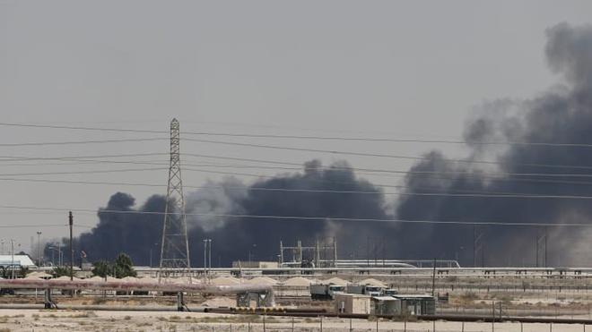 Giá dầu thế giới tăng vọt 19% sau vụ drone tấn công nhà máy dầu Saudi