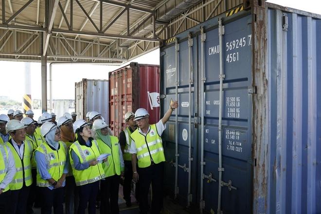 Malaysia gui tra 150 container rac thai nhua ve cac nuoc giau hinh anh 1 rac_thai.jpeg