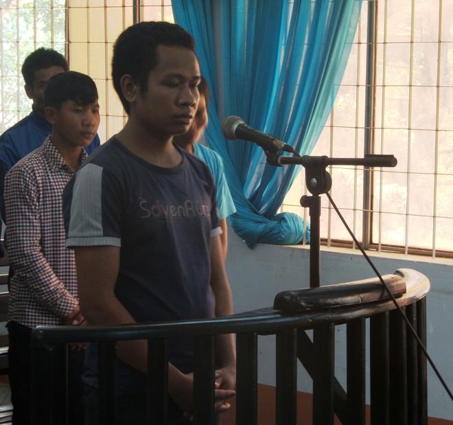 Hai Doi Con Rieng Cua Vo Roi Uong Thuoc Doc Tu Tu Hinh Anh 1