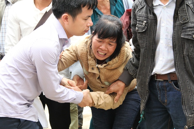 Vo Dang Van Hien khoc khi nghe vu an cua chong duoc kiem tra hinh anh 1
