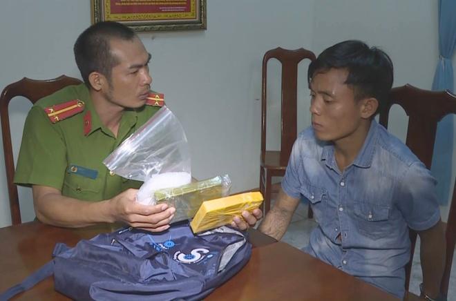 Khoi to nghi pham 33 tuoi van chuyen 2 banh heroin hinh anh