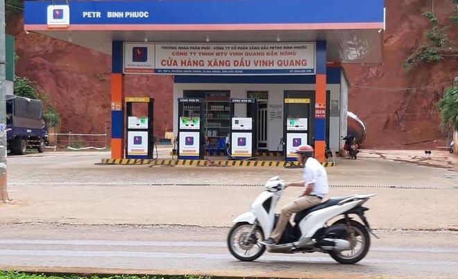 Cửa hàng bắt tay với đại lý bán xăng giả vì chiết khấu cao