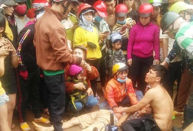 Người dân vây hiện trường vụ xe máy va chạm với CSGT