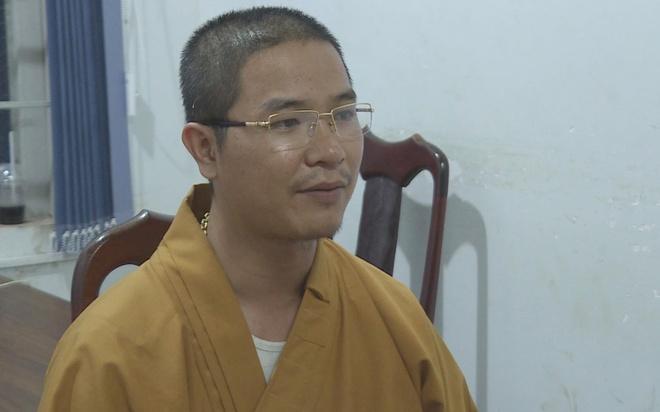 Lời khai của thầy chùa đập vỡ kính ôtô người đi đường