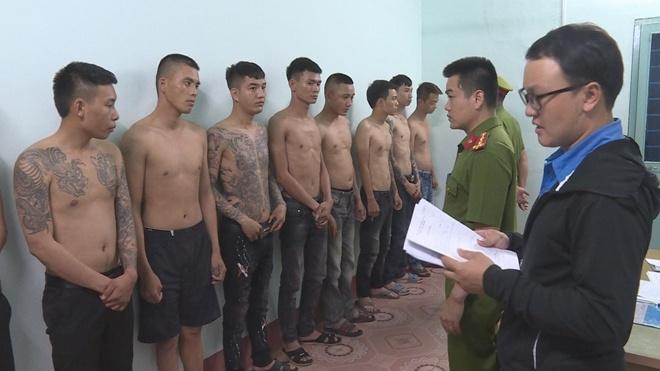Nhóm cho vay nặng lãi do Dương Xuân Tùng cầm đầu. Ảnh: V.T.