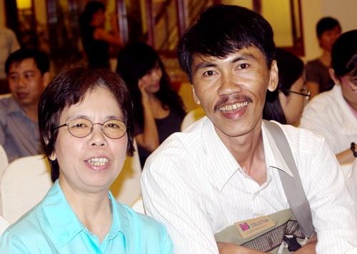 Trai nghiem ve cai chet trong khoanh khac tim ngung dap hinh anh 1 Nhà văn Nguyễn Ngọc Thuần (bên phải). Ảnh: Trần Quốc Toàn