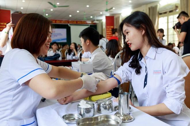 Hang chuc hoc sinh o Ha Noi nghi ngo mang gen benh Thalassemia hinh anh 1