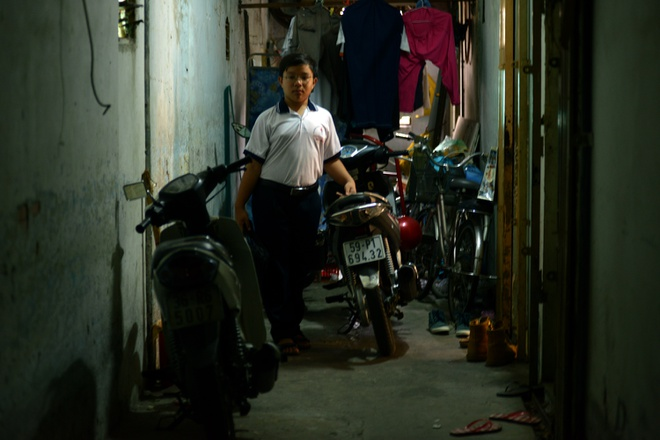 Cuoc song don so cua than dong 13 tuoi hinh anh 13 Hàng xóm ai cũng yêu quý cậu bé nghèo học giỏi, lễ phép.