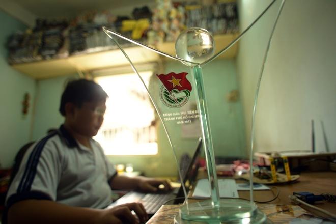 """Cuoc song don so cua than dong 13 tuoi hinh anh 5 Dù mới đang học lớp 7 nhưng Hảo đã được bầu chọn là  """"Gương mặt Việt Nam tiêu tbiểu"""" năm 2013."""