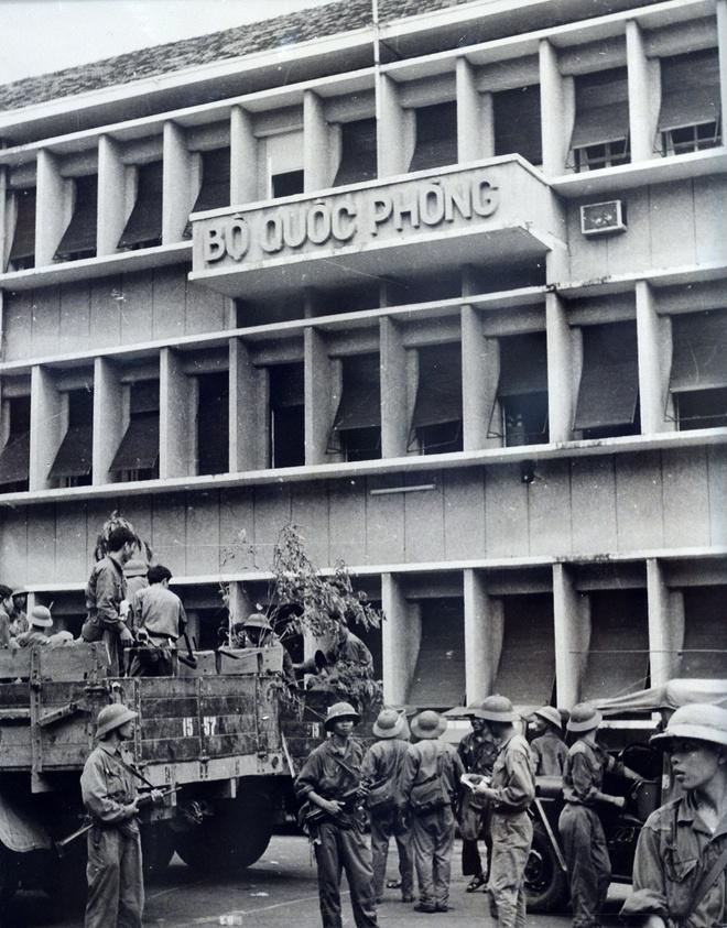 Khoanh khac lich su trong ngay giai phong Sai Gon 1975 hinh anh 4