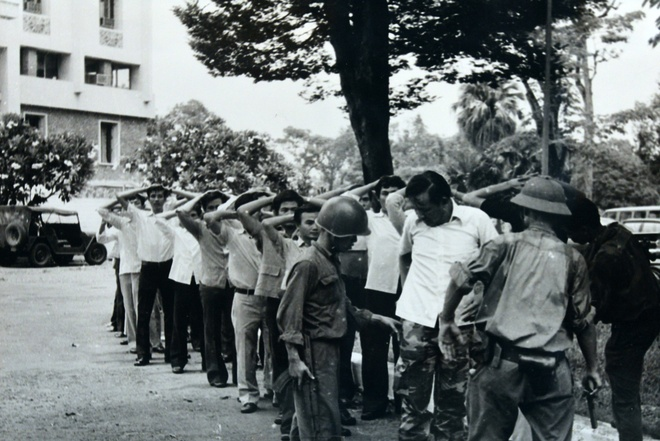 Khoanh khac lich su trong ngay giai phong Sai Gon 1975 hinh anh 7