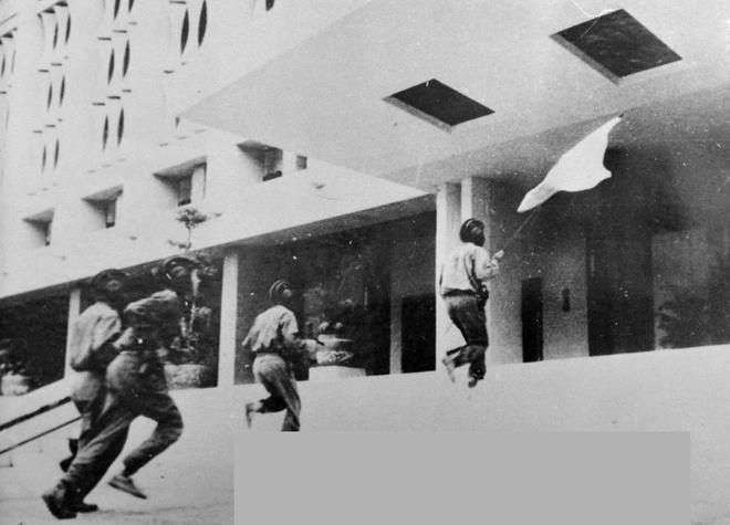 Khoanh khac lich su trong ngay giai phong Sai Gon 1975 hinh anh 12