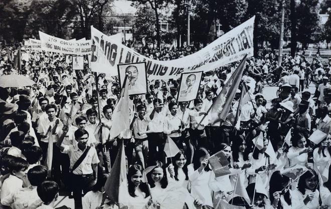 Khoanh khac lich su trong ngay giai phong Sai Gon 1975 hinh anh 14
