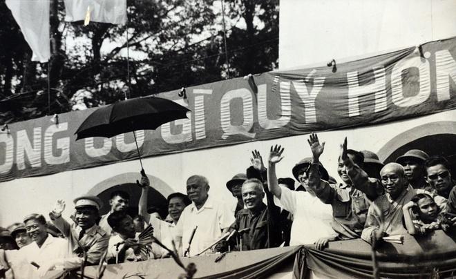 Khoanh khac lich su trong ngay giai phong Sai Gon 1975 hinh anh 15