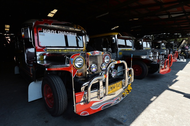 Ben trong lo do xe Jeepney noi tieng o Philippines hinh anh