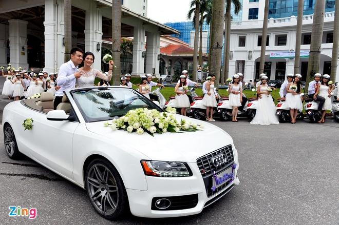 Audi mui tran dan 49 chiec Vespa cho co dau tren pho Ha Noi hinh anh 3