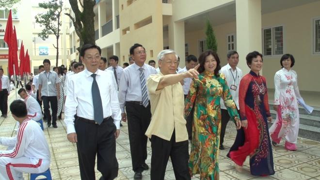 Tong bi thu Nguyen Phu Trong danh trong khai giang hinh anh