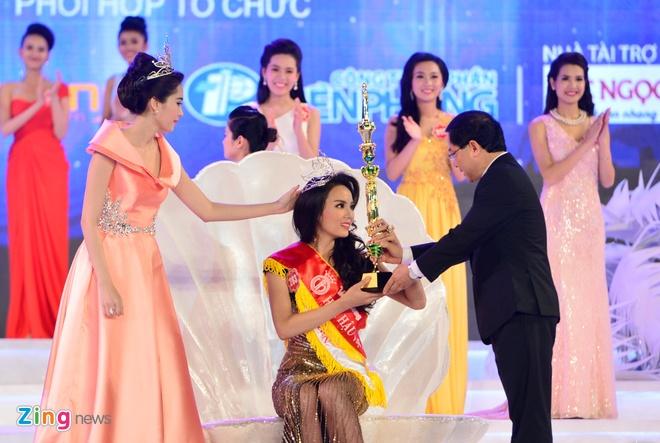Khoanh khac dang quang Hoa hau VN cua Ky Duyen hinh anh 12