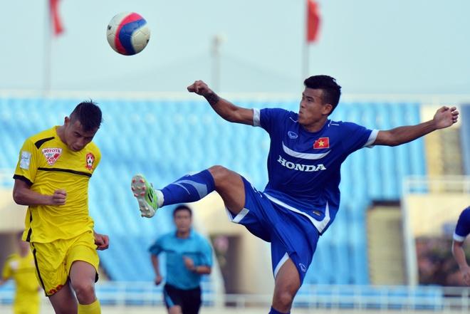Nhung pha bong khong chien giua U23 Viet Nam va Hai Phong hinh anh