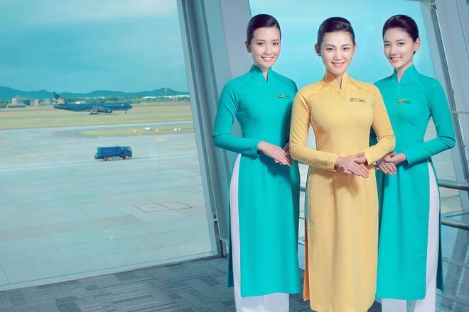 Tiep vien Vietnam Airlines xinh dep trong bo dong phuc moi hinh anh 6