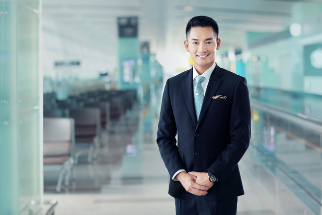 Tiep vien Vietnam Airlines xinh dep trong bo dong phuc moi hinh anh 4