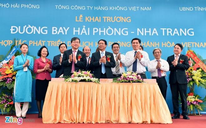 Chuyen bay dau tien tu Nha Trang den Hai Phong hinh anh 11
