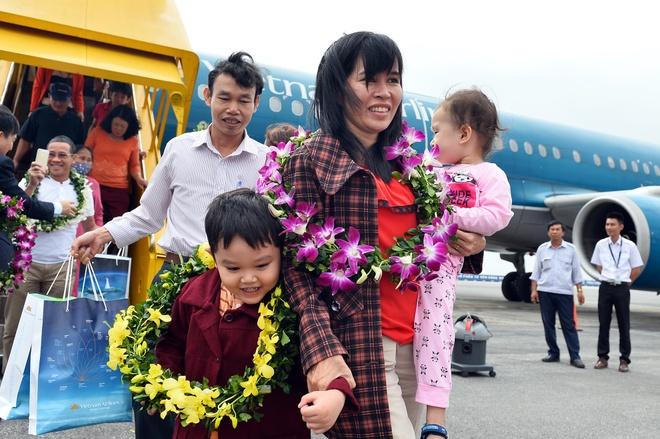 Chuyen bay dau tien tu Nha Trang den Hai Phong hinh anh