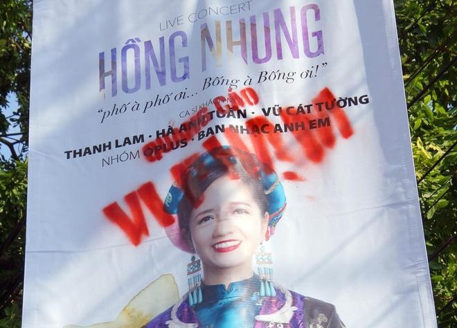 Bang ron ca si Hong Nhung bi phun son vao mat hinh anh