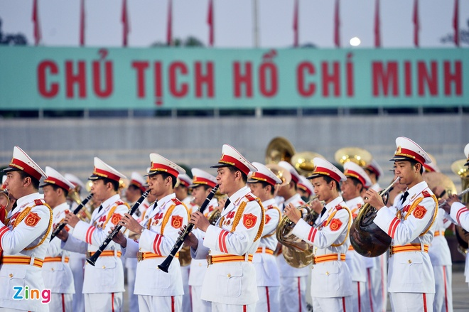 Doan dai bieu Dai hoi XII vieng lang Ho Chu tich hinh anh 2