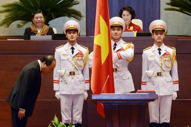 Thu tuong Nguyen Xuan Phuc tuyen the nham chuc hinh anh