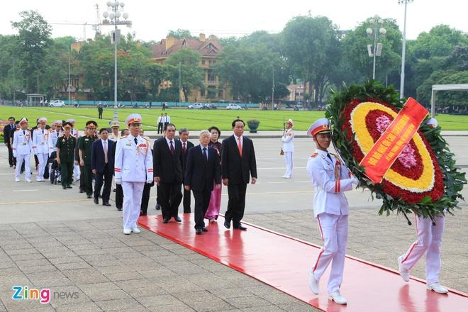 Lanh dao Dang, Nha nuoc vieng lang Chu tich Ho Chi Minh hinh anh 2