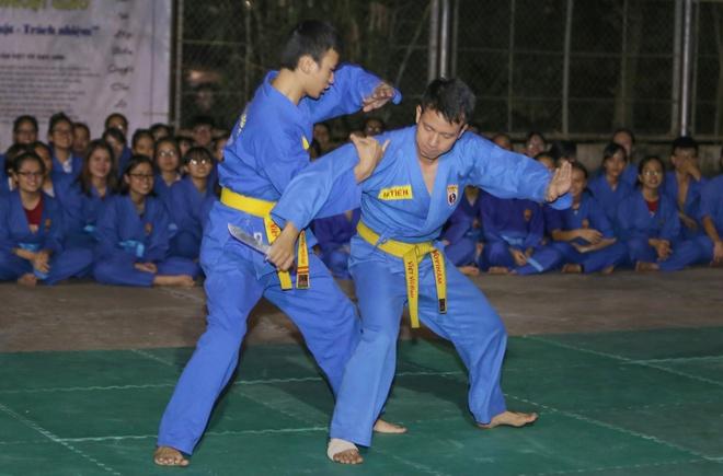 Nguoi phat ngon Bo Ngoai giao day vo o truong dai hoc hinh anh 6