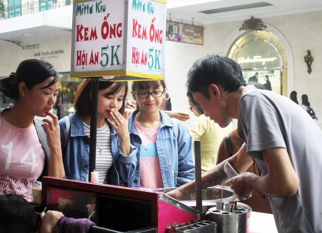 Kem ong Hoi An 5.000 dong hut khach Ha Noi hinh anh 1