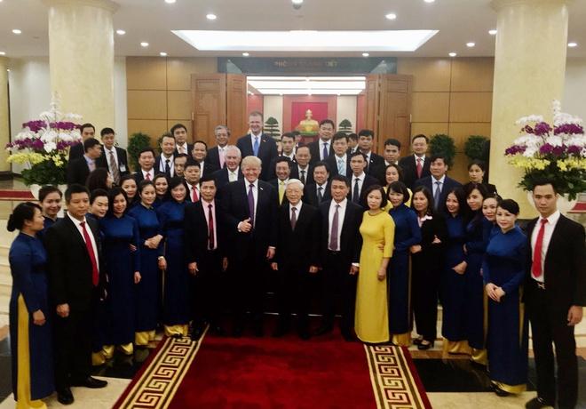 Tong thong Trump roi Ha Noi, ket thuc chuyen tham Viet Nam hinh anh 55