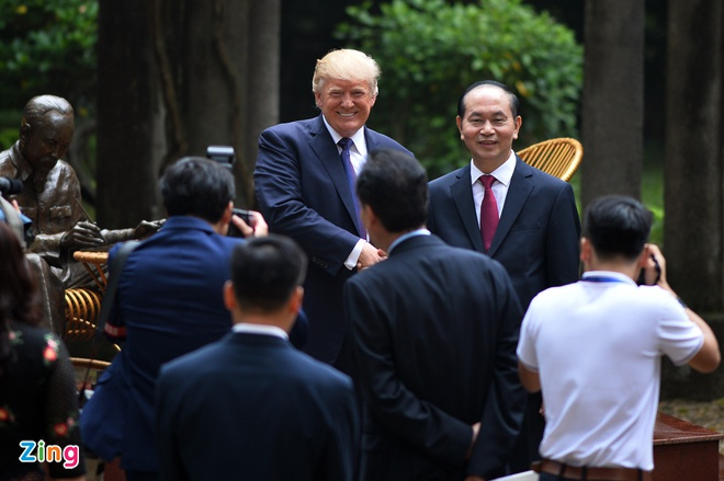 Tong thong Trump roi Ha Noi, ket thuc chuyen tham Viet Nam hinh anh 45