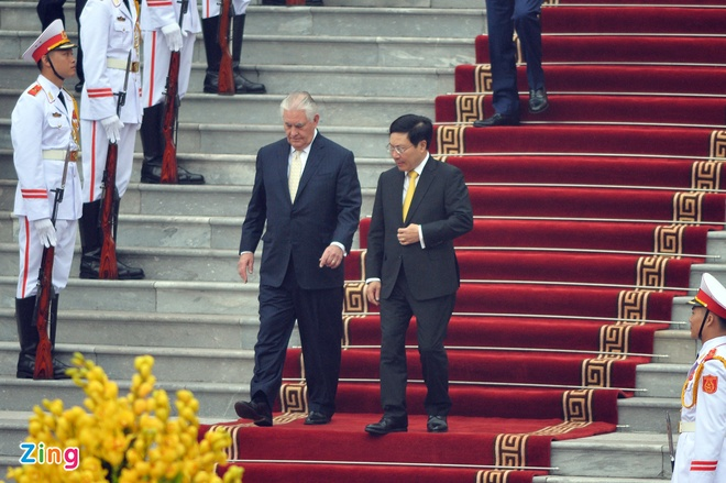 Tong thong Trump roi Ha Noi, ket thuc chuyen tham Viet Nam hinh anh 14