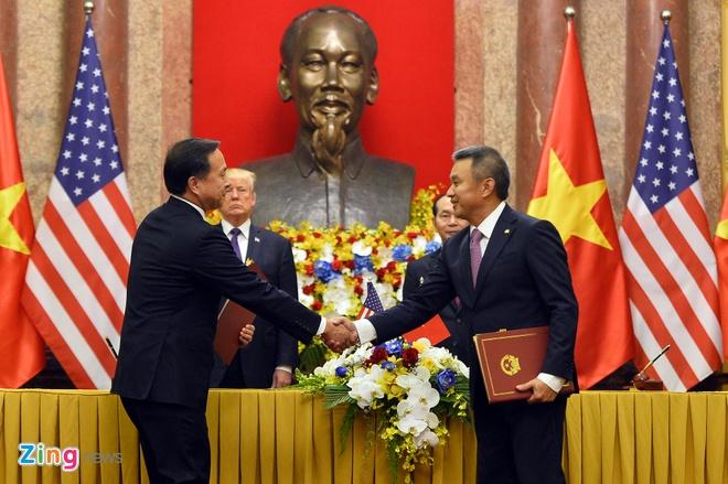 Tong thong Trump roi Ha Noi, ket thuc chuyen tham Viet Nam hinh anh 35