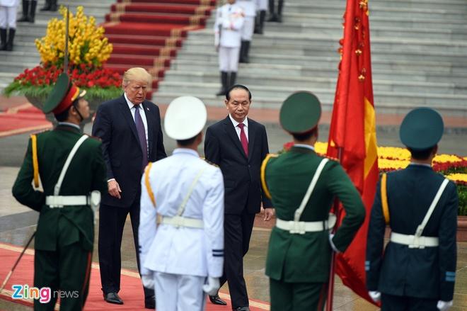 Tong thong Trump roi Ha Noi, ket thuc chuyen tham Viet Nam hinh anh 19
