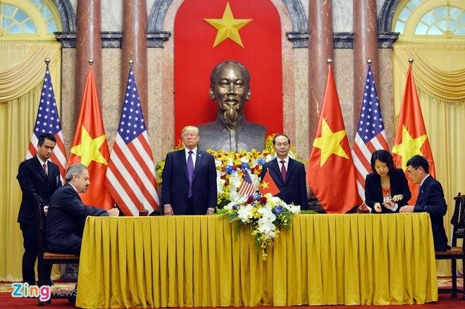 Tong thong Trump roi Ha Noi, ket thuc chuyen tham Viet Nam hinh anh 37