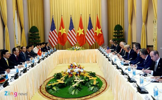 Tong thong Trump roi Ha Noi, ket thuc chuyen tham Viet Nam hinh anh 33