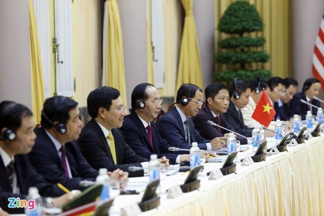 Tong thong Trump roi Ha Noi, ket thuc chuyen tham Viet Nam hinh anh 31