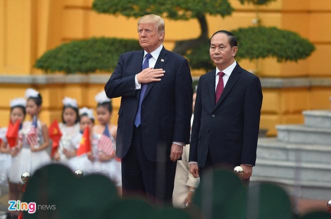 Tong thong Trump roi Ha Noi, ket thuc chuyen tham Viet Nam hinh anh 20