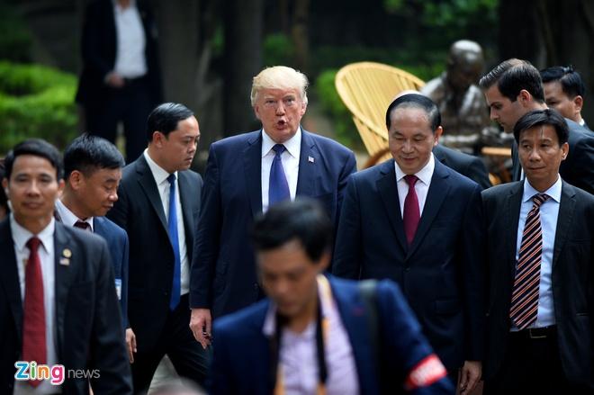 Tong thong Trump roi Ha Noi, ket thuc chuyen tham Viet Nam hinh anh 44