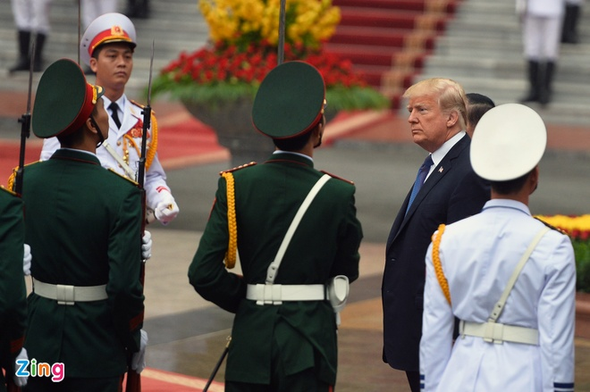Tong thong Trump roi Ha Noi, ket thuc chuyen tham Viet Nam hinh anh 21
