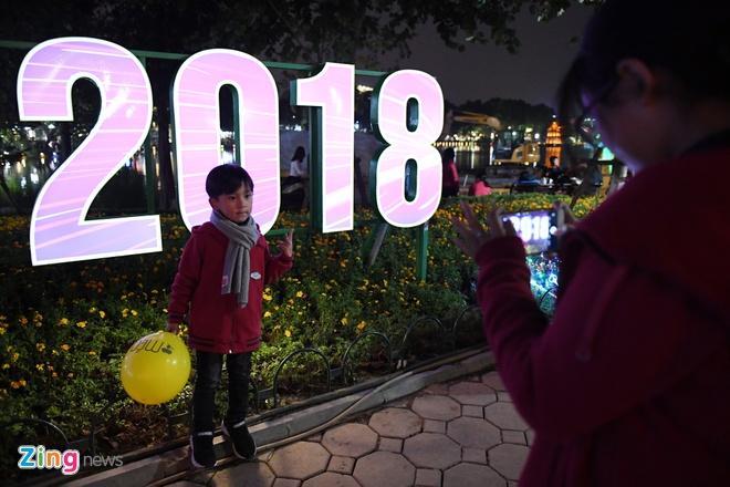 Nguoi dan Ha Noi, TP.HCM chao don nam moi 2018 hinh anh 13
