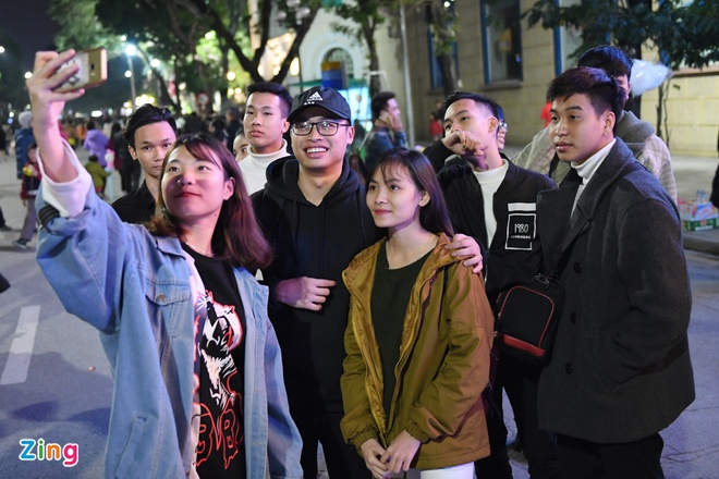 Nguoi dan Ha Noi, TP.HCM chao don nam moi 2018 hinh anh 14
